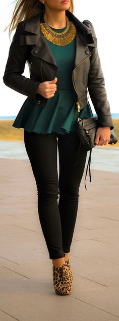 Women Fashionista: A great look with the emerald green and cheetah print heels look plus a lovely the necklace. Fashion Moda, Look Fashion, Womens Fashion, Fashion Trends, Dress Fashion, Teen Fashion, Pear Shape Fashion, Fashion News, Hippie Fashion
