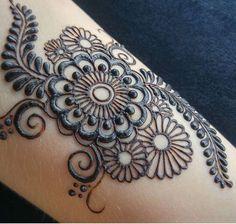 Mehndi design Plus Mehndi Designs For Girls, Henna Designs Easy, Beautiful Henna Designs, Beautiful Mehndi, Latest Mehndi Designs, Bridal Mehndi Designs, Bridal Henna, Mehndi Tattoo, Henna Tattoo Designs