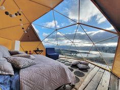 Glamping in Colombia is an incredible experience, because this country has an immense variety of landscapes and climates. Colombia Travel, Fish Camp, Cabana, Glamping, Places Ive Been, Travel Inspiration, Bali, Villa, Building