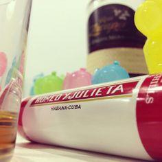 ronZacapa & romeoYjulieta #ron #rum #zacapa #romeoyjulieta #widechurchills #sigar #cigarclub #romeogiulietta #romeoloveszacapa #giulittalovescigar #drink #drinks #slurp #mirkoskitchen #benessere #tuttalavita #comesenoncifosseundomani #dazeus #machebene #liquor #yum #yummy #instagood #cocktail #cocktails #drinkup #glass #ice
