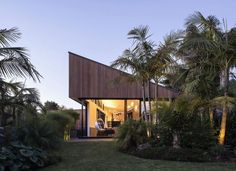 The S House by Glamuzina Paterson Architects near Auckland, New Zealand