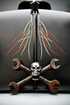 unique skull hood ornament with pinstripes