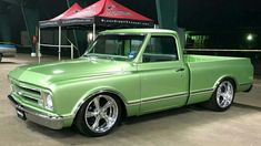 Chevy trucks aficionados are not just after the newer trucks built by Chevrolet. They are also into oldies but goodies trucks that have been magnificently preserved for long years. C10 Trucks, Chevy Pickup Trucks, Classic Chevy Trucks, Hot Rod Trucks, Chevrolet Trucks, Classic Cars, Chevy Classic, Lifted Trucks, 67 72 Chevy Truck