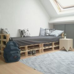 New chil/homework room for my brother #selfmade #school #diy #styling #palletbedframe #converse #eastpak #CubeEgg #design #denim
