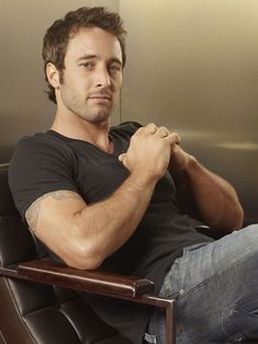 ♥ Alex O'Loughlin....first remember him in Moonlight...a vampire...loved his male co-star vampire too, but can't remember his name - wish he was still around too!