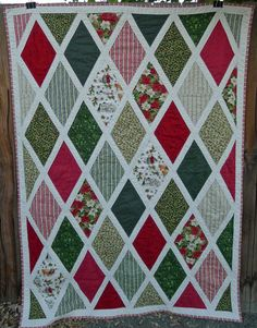 Do you know someone who loves to read? Try sewing this Anne of Green Gables Inspired Christmas Quilt as a DIY gift this holiday season!