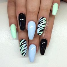 The Zebra Lined Coffin Nails. Pattern of zebra is always on the trend, whether it comes on coats or on nails. Zebra patterned coffin nails is the worth trying nail art design, if you are looking for some casual look. Halloween Acrylic Nails, Cute Acrylic Nails, Zebra Nails, Pink Nails, Camo Nails, Black Nails, Fabulous Nails, Gorgeous Nails, Hot Nails