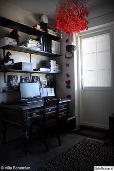 antiikkipöytä,tietokonepöytä,työtila,työhuoneen sisustus,vanhat kalusteet