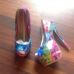 🤑1hr Sale No Offers🤑Heels 6inch floral heels new in box never worn Shoe Republic LA Shoes Heels