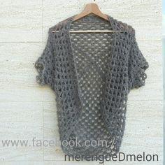 Crochet Granny Shrug tejida en alpaca peinada mezclada con seda, en color gris. Un lujo para la piel! #crochet #granny #shrug #merengueDmelon