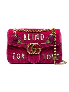 1d7a0c535 Compre Gucci Bolsa 'GG Marmont Velvet' média Carteiras De Grife, Bolsas De  Grife