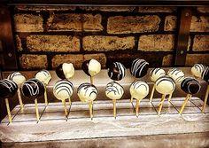 Handmade black&white chocolate lollipop Chocolate Lollipops, White Chocolate, Black And White, Handmade, Home Decor, Chocolate Pops, Chocolate Cake Pops, Hand Made, Decoration Home