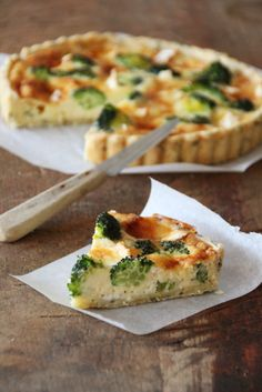 """""""Tarte au brocoli et neufchâtel"""". Recette de Fromage AOP de Normandie. >> + de recettes sur Youmiam.com"""