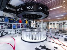Holiday 2018 Nike Just Do It campaign Retail initiate at Nike SOHO and Nike Grove Exhibition Display, Exhibition Space, Display Design, Store Design, Nike Retail, Retro Interior Design, Retail Experience, Retail Interior, Retail Design