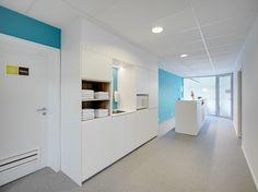 kinesitherapie praktijk te Rotselaar #revalidation #interior design #steentapijt #architecture #medicalpractice #receptiondesk
