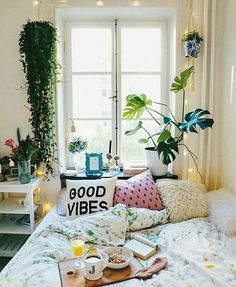 Sunday setting  @spirit.of.life #sunday #bed #breakfastinbed #bedroomdecor #lazyday #houseplants #fairylights #cushions #bedspread