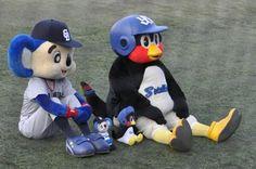 問「結婚するサッカーファンの彼を野球ファンにするには?」→つば九郎とドアラの回答が秀逸すぎた - Togetterまとめ