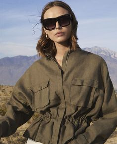 Zara heads to the sunny outdoors for a new trend guide shot for the spring-summer 2018 season. Model Birgit Kos poses in Palm Springs, California… Zara Fashion, Hijab Fashion, Fashion Outfits, Womens Fashion, Fashion Shoot, Mode Lookbook, Fashion Lookbook, Minimal Outfit, Minimal Fashion