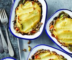 Vegan Shepherd's pie met linzen Veggie Recipes, Vegetarian Recipes, Vegan Diner, Lasagna, Veggies, Pie, Lunch, Ethnic Recipes, Desserts