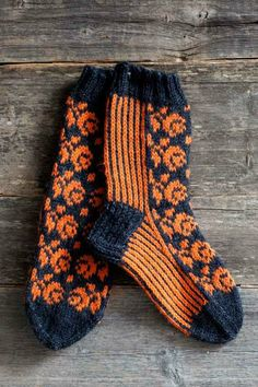 Finnish two strand knitted socks for ladies. Crochet Socks, Knitting Socks, Hand Knitting, Knitting Patterns, Knit Crochet, Knit Socks, Stocking Tights, Wrist Warmers, Colorful Socks