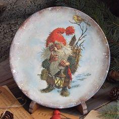 """Купить """"Нессе - добрый домовой"""" Деревянная тарелка Ольха - деревенский стиль, винтаж, Короб деревянный"""