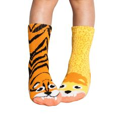 vs.socksare the only socks that come as your favorite animal rival pairs. Vs.socks turn your own two feet into fun! Wear them outside, play with them inside. These soft, comfortable socks are the ultimate must have for kids everywhere. One …
