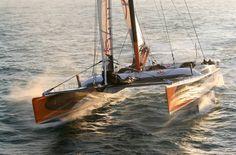"""(Kaiser's Cup)  Avec son catamaran géant (""""Orange II"""") qui détiendra ensuite le Trophée Jules Verne, Bruno Peyron peut grappiller des heures sur le temps de Steve Fossett. © Jacques Vapillon/Dppi"""