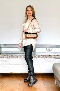 #fallfashion #autumnfashion #satinblouse #leatherlook #chainbag Fall Looks, Fashion Stylist, Squad, Leather Pants, Stylists, Autumn Fashion, Community, Group, Board