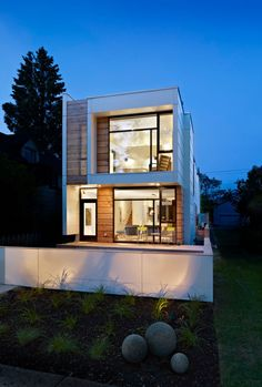 Unique modernist design in Edmonton: LG House