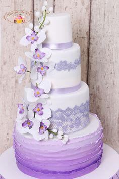 Torturi de vis: Tort de nunta mov cu orhidee