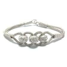 kazaziye bileklik ile ilgili görsel sonucu Jewelry Knots, Mom Jewelry, Macrame Jewelry, Jewelry Bracelets, Jewelery, Jewelry Making, Braided Bracelets, Handmade Bracelets, Diy Collier