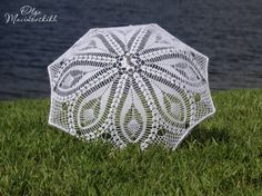 crochet umbrellas. what a gorgeous photo prop!