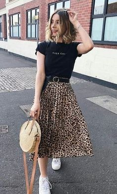 Vista o Look Cute Casual Outfits, Modest Outfits, Skirt Outfits, Pretty Outfits, Stylish Outfits, Fashion Outfits, Modest Wear, Fashion Tips, Skirt And Sneakers