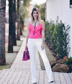 """1,254 Likes, 10 Comments - Digital Influencer / F*Hits (@carolinatognon) on Instagram: """"O look de hoje é todo by @richini ❤ Calça Flare e blusa de babado mega fofa! ✨ Vocês gostam de look…"""""""