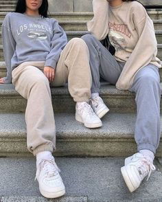 outfits with sweatpants outfits . outfits for school . outfits with leggings . outfits with air force ones . outfits with sweatpants . outfits with black jeans Cute Comfy Outfits, Chill Outfits, Cute Casual Outfits, Mode Outfits, Outfits With Sweatpants, Cute Travel Outfits, Baggy Sweatpants, Sweats Outfit, Hijab Casual