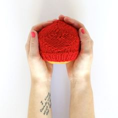 Red Hats for Preemies - Click through for the free pattern & donate a hat to help raise awareness about congenital heart defects in newborns. | handsoccupied.com.