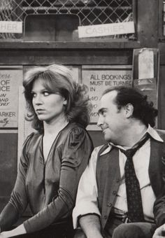 """⭐Marilu Henner and Danny DeVito in """"Taxi"""" (TV Series Radios, Marilu Henner, 1970s Tv Shows, Nostalgia, Danny Devito, Old Time Radio, Old Shows, Tv Land, Comedy Show"""