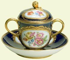 Meissen porcelain chocolate pot, cover and stand, c.1780,