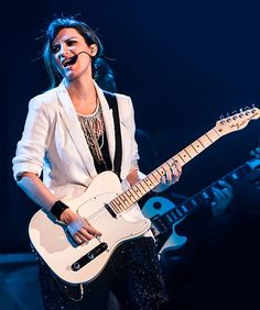 Laura on the guitar Latin Music, Her Music, Persona, Music Instruments, Guitar, My Love, Divas, Box, Fashion