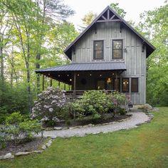 Vacation Cabin in Cedar Mountain Cabin Exterior Colors, Log Cabin Exterior, Mountain Home Exterior, Mountain Homes, Small Rustic House, Rustic Cottage, Cabin Style Homes, Tiny House Cabin, Cottage Plan