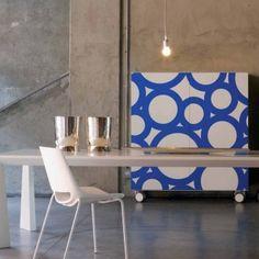 Madia con ruote colorata Babol - laccato opaco bianco chantilly con serigrafia blu cina