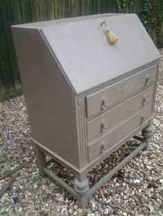 Pretty little vintage bureau with drawers. Handpainted in Paris Grey over Old White chalk paint. Hand Painted Furniture, Upcycled Furniture, Diy Furniture, White Chalk Paint, Grey Paint, Antique Furniture Restoration, Writing Bureau, Country Style Furniture, Paris Grey