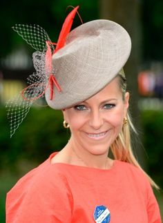 Emma Spencer is wearing a custom Jane Taylor hat while presenting at Royal Ascot 2013 on channel 4.