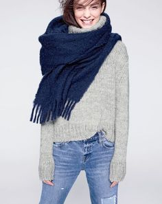 Casual Fall and Winter // J.Crew women's chunky turtleneck sweater and brushed scarf. Mode Chic, Mode Style, Fashion Gone Rouge, J Crew Style, Winter Stil, Style Casual, Mode Outfits, Mode Inspiration, Pulls