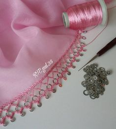 Saree Tassels Designs, Saree Kuchu Designs, Crochet Borders, Filet Crochet, Hand Embroidery Designs, Crochet Flowers, Sewing Crafts, Diy And Crafts, Crochet Stitches