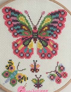 Kostenlose Anleitung & Manta moderna de punto de ganchillo doble en V gestrickt ideen Butterfly Cross Stitch, Butterfly Embroidery, Cross Stitch Bird, Cross Stitch Borders, Cross Stitch Alphabet, Cross Stitch Samplers, Cross Stitch Animals, Cross Stitch Designs, Cross Stitching