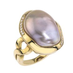This is a 14kt yellow ring accented with diamonds, featuring an Ikecho pearl with a deep lavender hue. A Jorge Adeler original design.