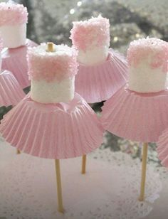 for Amzi's birthday? Marshmallow ballerinas Oh goodness - now, we've all seen cake pops, and we all know about what fun they can be for a party. so how about this for a theme, the ballerina party, complete with little marshmallow ballerinas! Marshmallow Pops, Pink Marshmallows, Marshmellow Ideas, Marshmallow Costume, Marshmallow Skewers, Chocolate Covered Marshmallows, Girly Baby Shower Themes, Baby Shower Pink, Baby Shower Cake For Girls