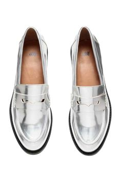 Loafers: Loafers in shiny metallic imitation leather. Rubber soles. Heel 3 cm.