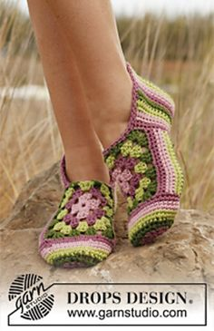 """Ravelry: 139-17 """"Granny Rose"""" - Slippers with stripes and granny squares in """"Paris"""" pattern by DROPS design"""